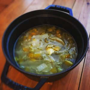 玉ねぎよパプリカとレタスとチーズのスープ