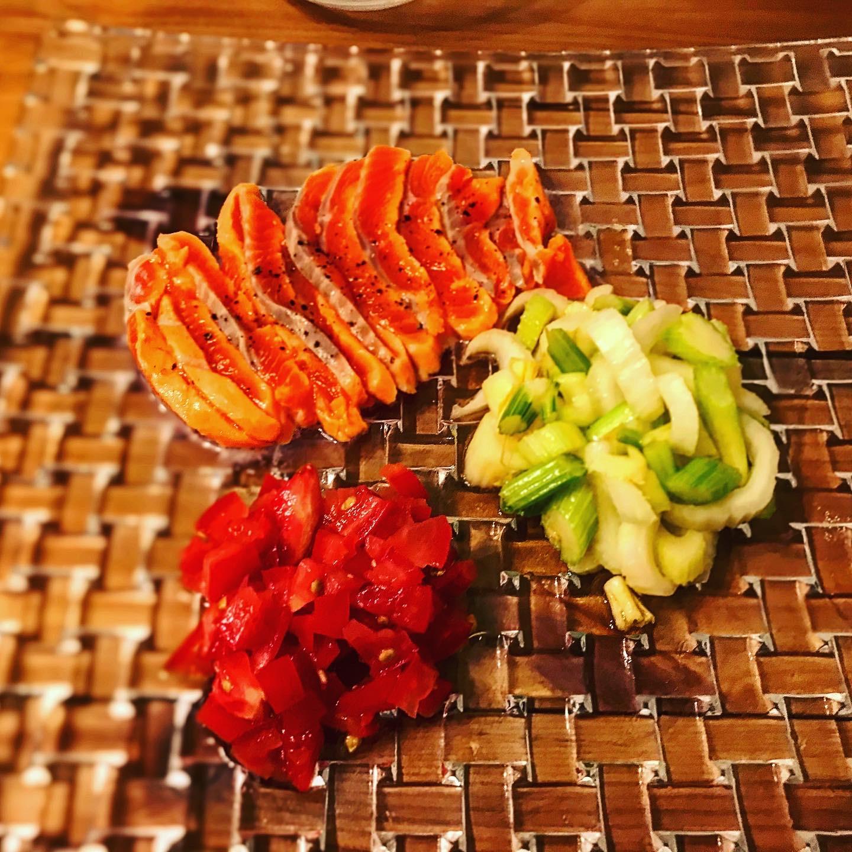 前菜3種盛り(酢締めサーモン、トマト塩漬け、セロリマリネ)