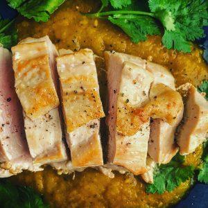 鶏ムネ肉グリルとパクチーのインド風カレー