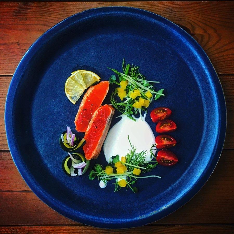 サーモンたたきと彩野菜のカルパッチョ