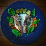 ラム肉のソテー、バジルヨーグルトソース -