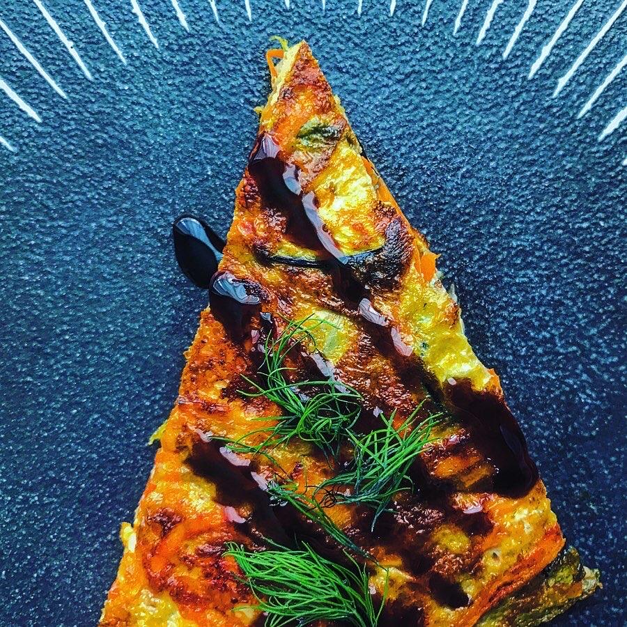 茄子とにんじんとチーズとハーブのスペイン風オムレツ