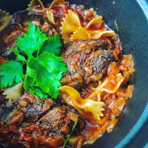 牛スネ肉の赤ワインとトマトジュース煮込み