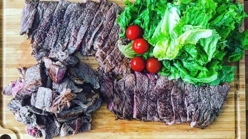 Turkフライパンで1ポンド牛ステーキ肉を美味しく焼く
