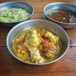 チキンカレー、ダルカレー、ラッサムスープのインドカレーパーティー